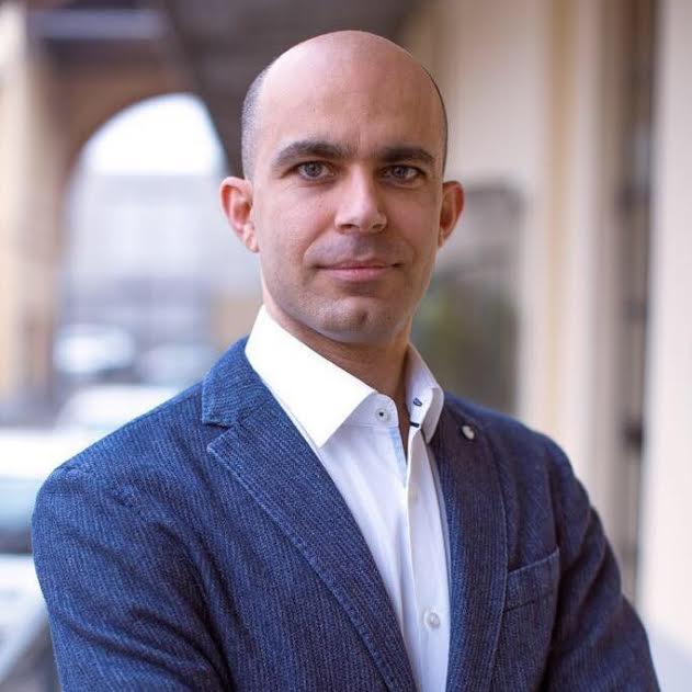 Dr. Claudio Farnararo
